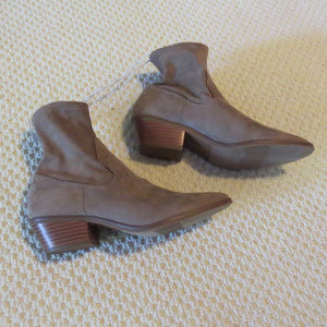 Universal Thread Shoes - Tan/Brown Ankle Sock Booties Boots Sz 6.5 NWT